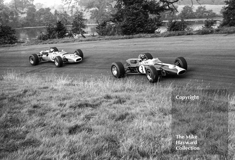 Graham Hill, Team Lotus Ford 48, leads Jean-Pierre Beltoise, Matra Ford MS5-15, Oulton Park, Guards International Gold Cup, 1967.