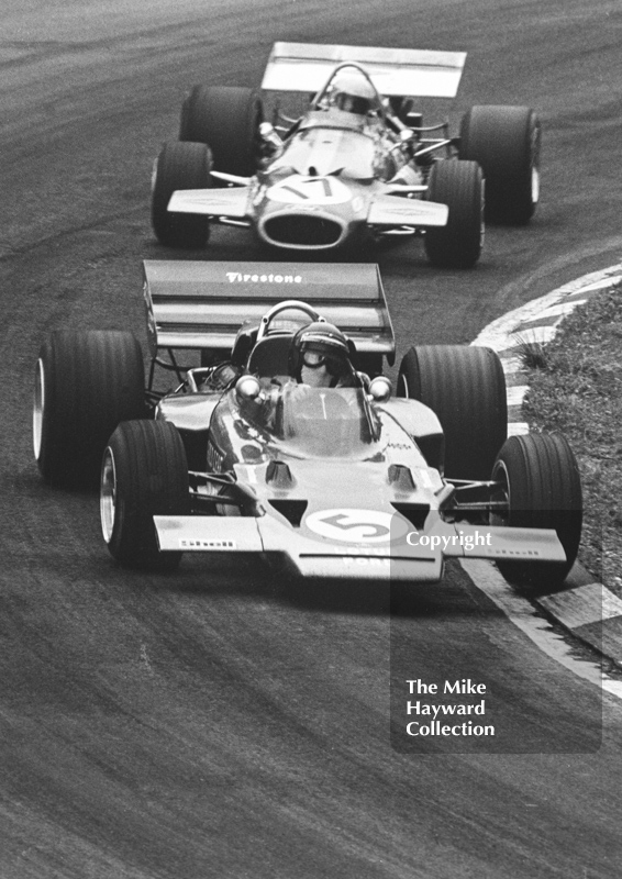 Jochen Rindt, Gold Leaf Team Lotus 72C leads Jack Brabham, Brabham BT33, British Grand Prix, Brands Hatch, 1970
