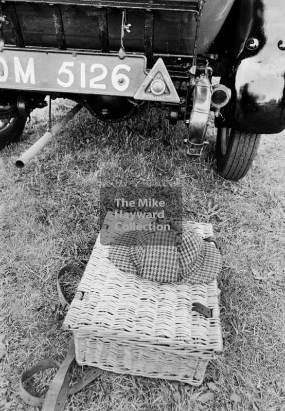 Picnic basket at the ready, 1969 VSCC Richard Seaman Trophies meeting, Oulton Park.