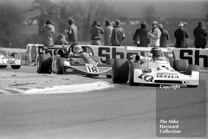 Ted Wentz, Lola T369, followed by Brian Henton, March 752, Thruxton, Easter Monday 1975.