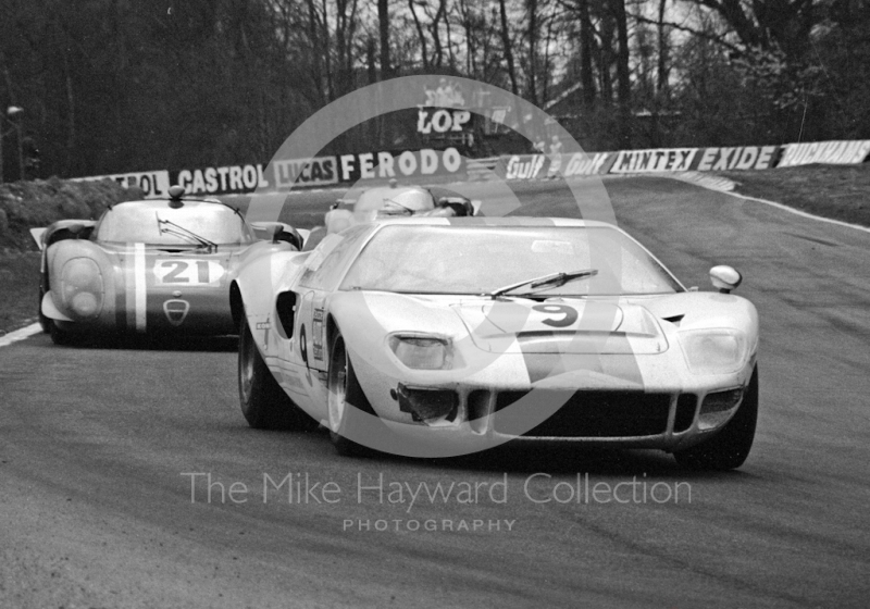 Helmut Kelleners/Reinhold Jost, IGFA Racing Team Ford GT40, and Teddy Pilette/Rob Slotemaker, VDS Alfa Romeo 33, Brands Hatch, BOAC 500 1969.