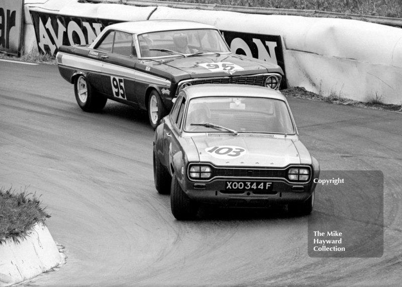Frank Gardner, Alan Mann Ford Escort, reg no XOO 344F, and Roy Pierpoint, Ford Falcon, Mallory Park, BRSCC 4000 Guineas 1968.