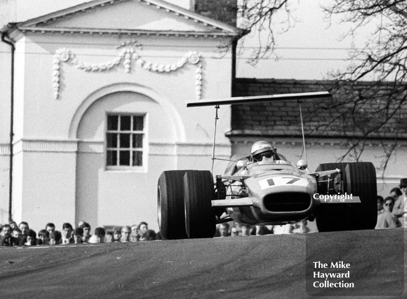 Ulf Norinder, Lola T142/SL142/37 Chevrolet V8, heading for 5th place, seven laps down on winner Peter Gethin, Guards F5000 Championship round, Oulton Park, April 1969.