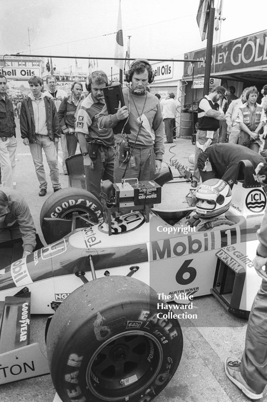 Nelson Piquet, Williams Honda FW11, in the pits at Brands Hatch, 1986 British Grand Prix.