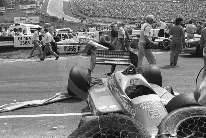The Osella FA1H of Allen Berg amid the wreckage after first lap accident, Brands Hatch, British Grand Prix 1986.