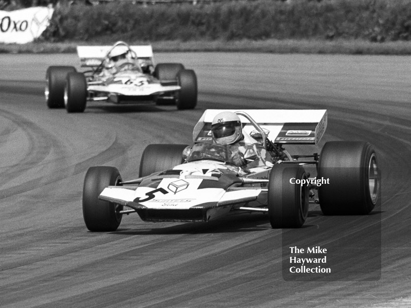 Alan Rollinson, Surtees TS7, and Mike Hailwood, Surtees TS8, Silverstone International Trophy 1971.