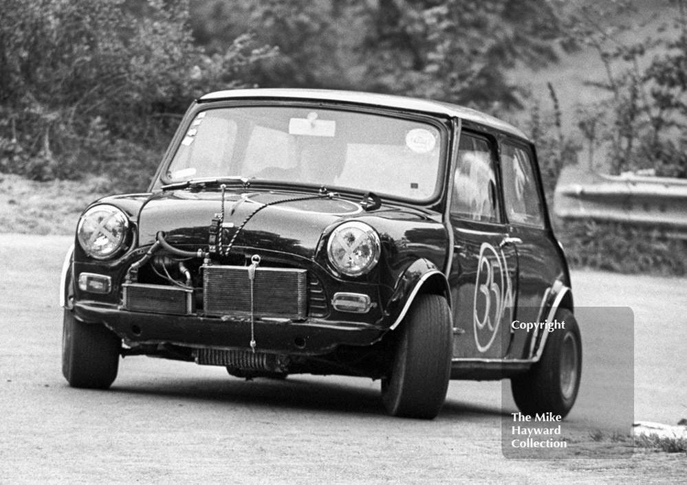 A Dealey, Mini Cooper S, Newton Oil Trophy Meeting, Prescott, 1968.
