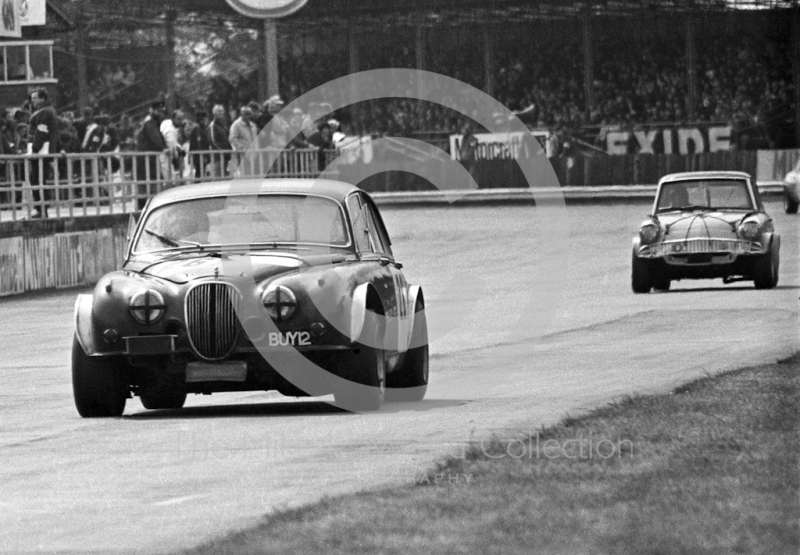 Tony Strawson, Jaguar Mk 2 (BUY 12), saloon car race, Super Sports 200 meeting, Silverstone, 1972.