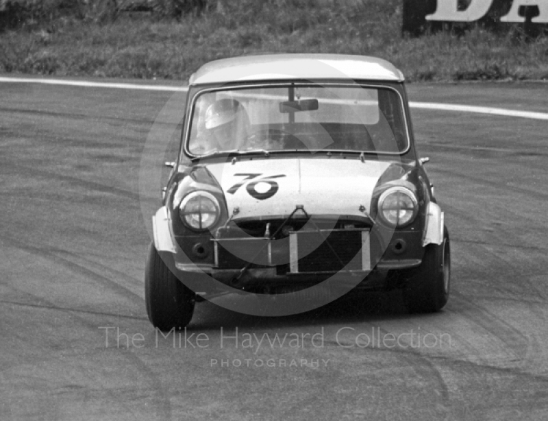 Geoff Wood, Mini Cooper S, Special Saloon Car Race, Peco Trophy meeting, Oulton Park, 1968