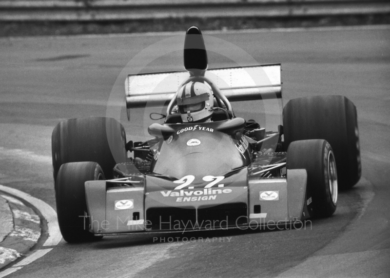 Chris Amon, John Day Models Ensign Ford N174, at Druids Hairpin, Race of Champions, Brands Hatch, 1976.