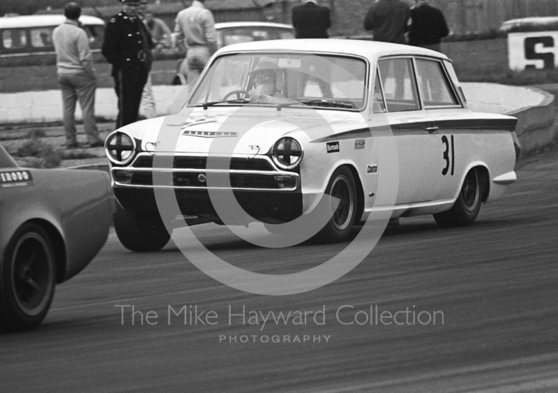 Brian Robinson, Tony Dean Racing Lotus Cortina, at Becketts Corner, Silverstone Martini International Trophy 1968.