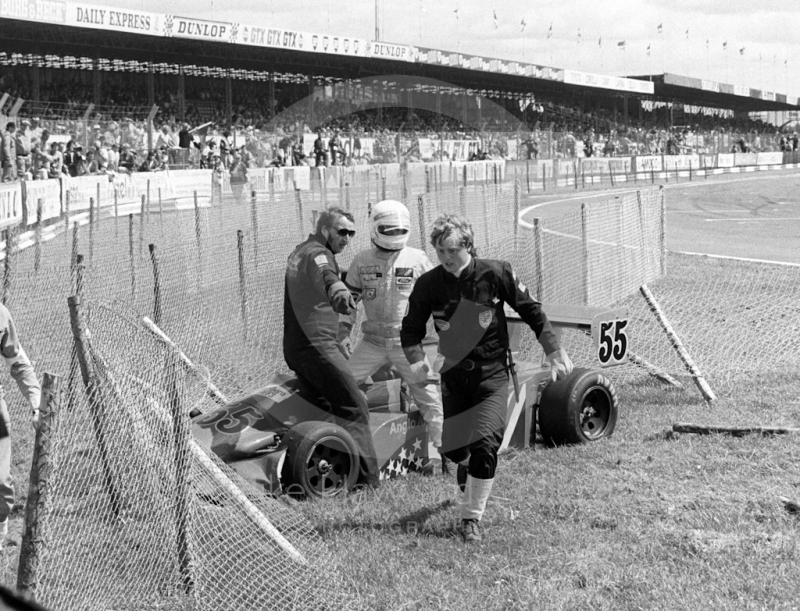 Ray Stover, Anglo American Racing Ralt RT3, starts the long walk back to the pits after crashing into the catch fencing, Formula 3 race, Silverstone, British Grand Prix 1985.
