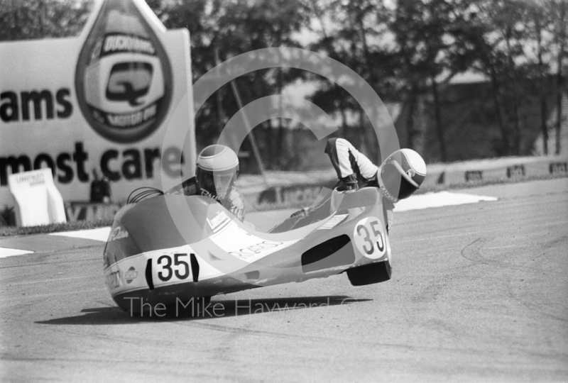 Bruce Ford-Dunn, Dave Mawson, 700 Yamaha, John Player international sidecar race, Donington Park, April 1982.