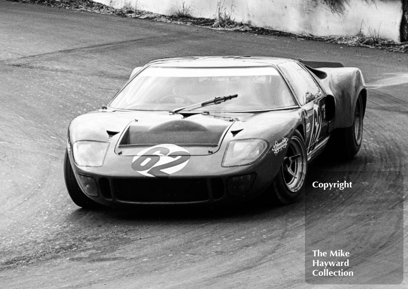 Paul Hawkins, Ford GT40, Guards International Trophy Race, Mallory Park, 1968.