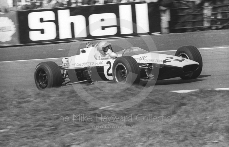 Mike Walker, Chequered Flag/Scalextric McLaren M4A, at Lodge Corner, BRSCC Trophy, Formula 3, Oulton Park, 1968.