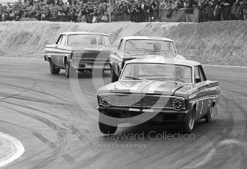 Brian Muir, Roy Pierpoint and David Hobbs, Ford Falcons, Thruxton Easter Monday meeting 1968.
