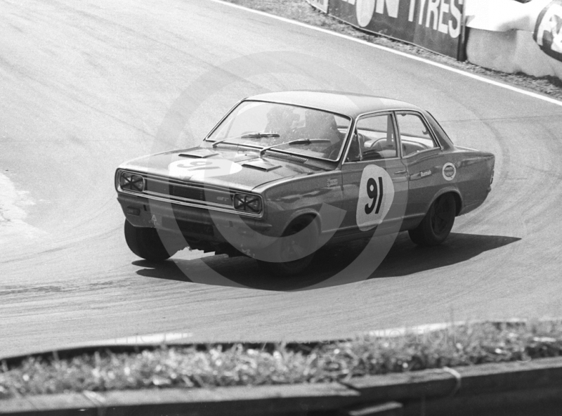 Mike Davies, Vauxhall Viva GT, Shaw's Hairpin, British Saloon Car Championship race, BRSCC Guards 4,000 Guineas International meeting, Mallory Park, 1969.