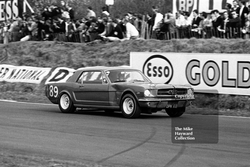 Winner Roy Pierpoint, Ford Mustang, Old Hall Corner, Oulton Park Spring Race Meeting, 1965