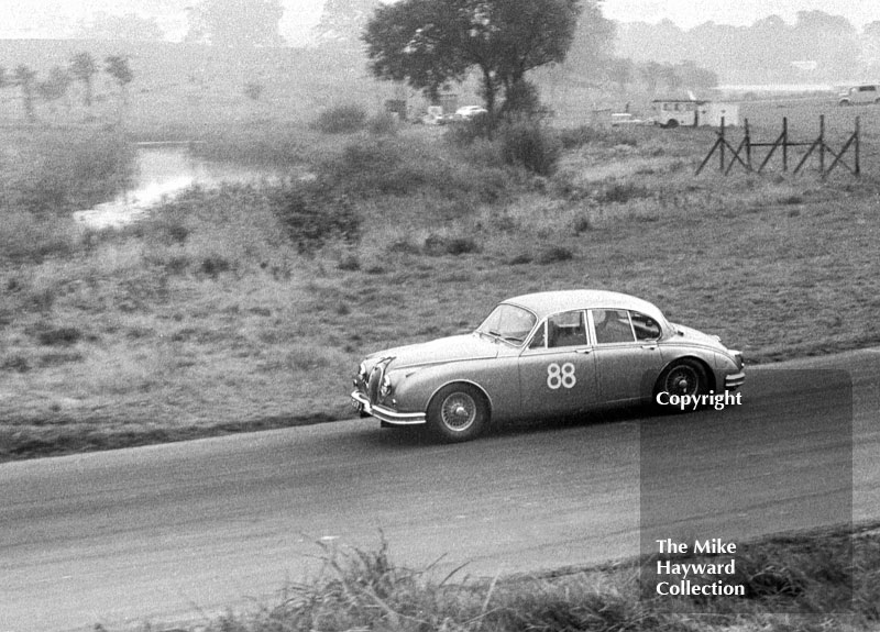 Mike Salmon, Jaguar 3.8, 1963 Gold Cup, Oulton Park.
