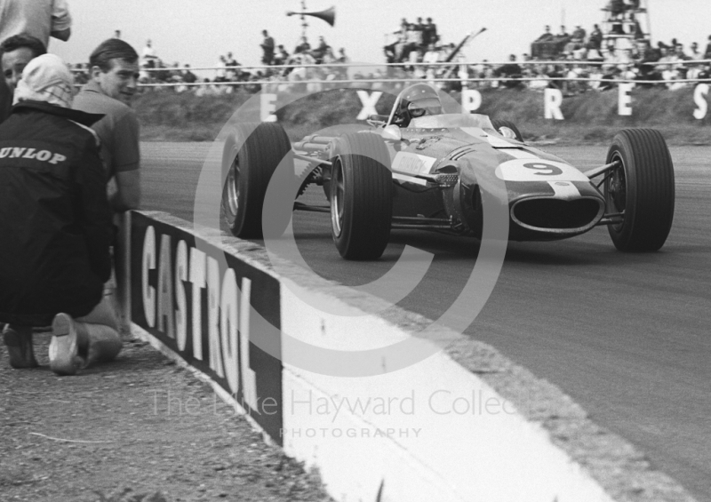 Dan Gurney, Anglo American Racers Eagle Weslake, on opposite lock at Copse Corner, Silverstone, British Grand Prix, 1967.