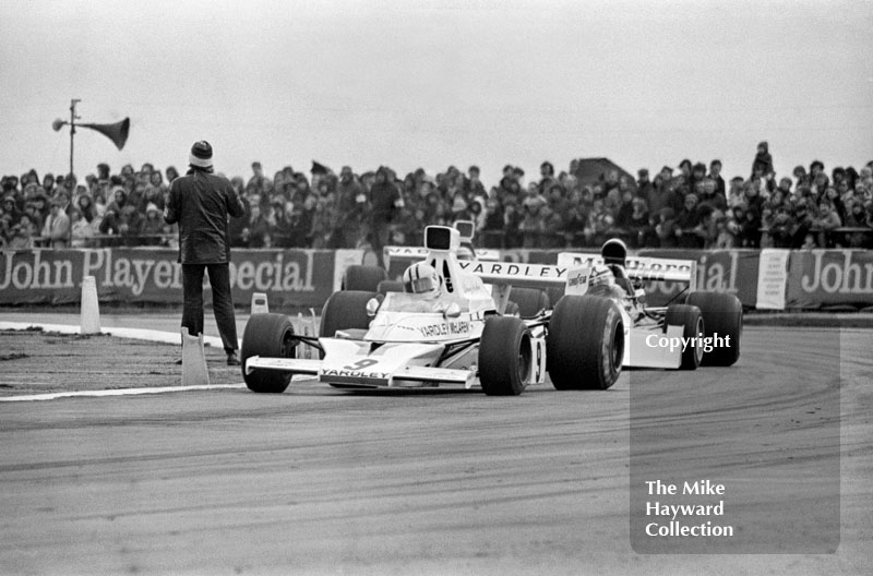 Denny Hulme, McLaren M23, followed by Clay Regazzoni, BRM P160E, Silverstone, 1973 International Trophy.