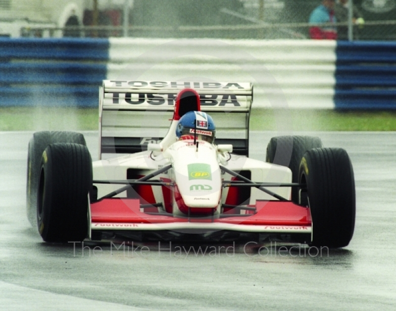 Derek Warwick, Footwork Mugen Honda FA14, during wet qualifying at Silverstone for the 1993 British Grand Prix.