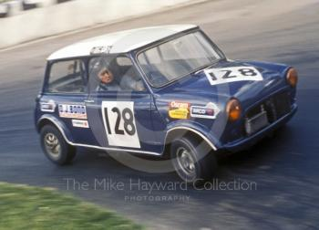 Bob Jones, Mini Cooper S, Hepolite Glacier Saloon Race, at Shaws Hairpin, Mallory Park, 1971