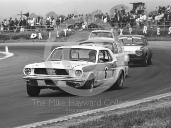 Martin Thomas, Ovaltine Ford Mustang, heads for sixth place, Silverstone Martini Trophy meeting 1970.
