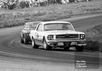 Robin Smith, Curtis Speed Racing Team Ford Mustang (DPK 6B), leads Geoff Breakell, Alfa Romeo GTA, before retiring on lap 9, Oulton Park Gold Cup meeting, 1967.