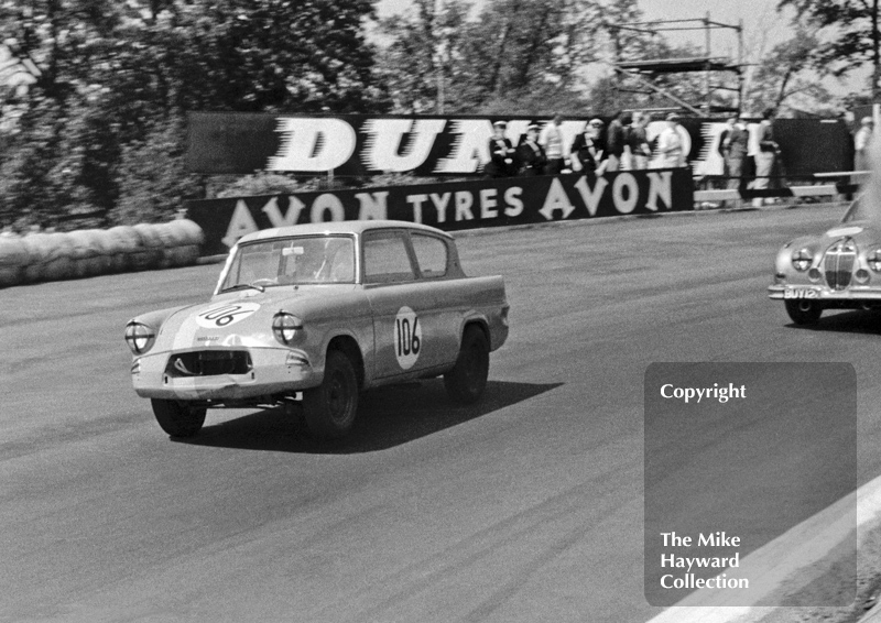 Chris Craft, Ford Anglia 1650cc, at Devils Elbow, BRSCC National Meeting, June 1963, Mallory Park