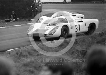 Jo Siffert/Hans Herrmann, Porsche 907 2.2, exiting Druids Hairpin before retiring after 106 laps, BOAC 500, Brands Hatch, 1968