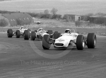 Peter Gethin, Lythgoe Chevron B10, ahead of Jack Oliver, Lotus 48, at the Thruxton Easter Monday F2 International, 1968.