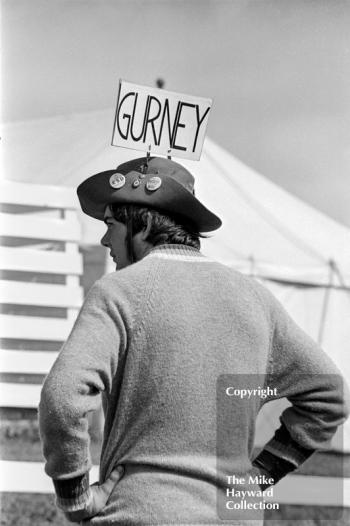 Dan Gurney fan at the 1970 British Grand Prix, Brands Hatch.