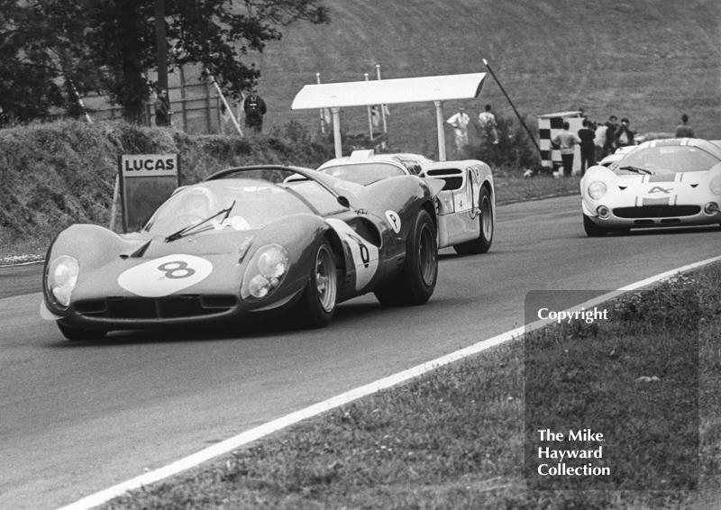 Jonathan Williams/Paul Hawkins, Ferrari 330P4; Phil Hill/Mike Spence, Chaparral 2F; and Jack Brabham/Denny Hulme, Lola T70 Mk3, Brands Hatch, BOAC 500 1967.