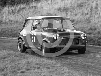 Peter Kaye, Mini Cooper S, Loton Park Hill Climb, September 1968.