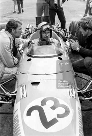 Bruce McLaren and Jo Bonnier try to sort out problems with the Swedish driver's McLaren M5A BRM during practice for the 1968 British Grand Prix at Brands Hatch