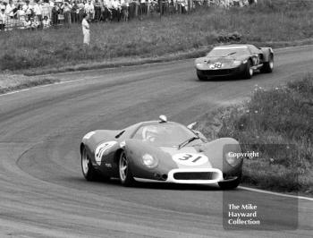 Richard Attwood, Ford F3L, and Paul Hawkins, Ford GT40, Oulton Park, Tourist Trophy 1968.