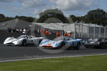David Yates, 1970 Chevron B16, and Jon Minshaw, Chevron B16, at the start of the European Sports Prototype Trophy, Oulton Park Gold Cup meeting 2004.