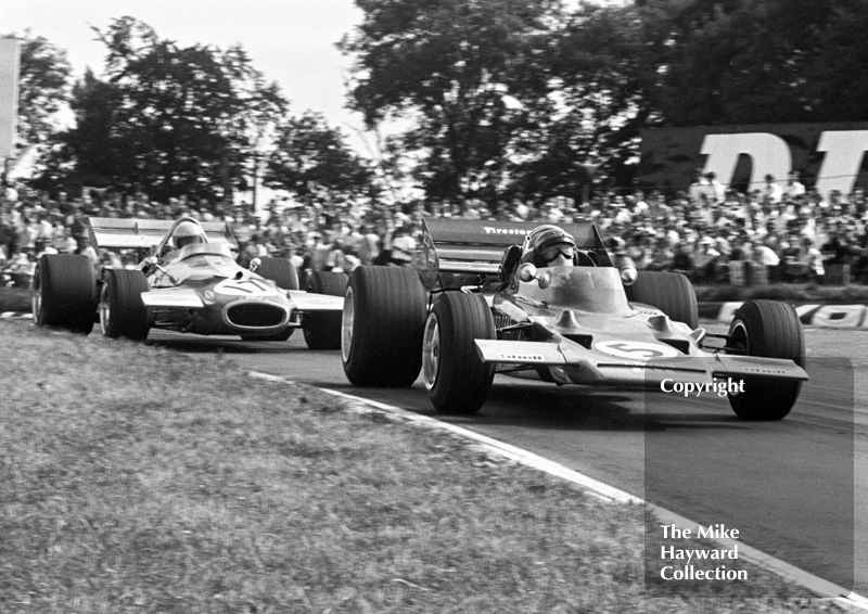 Jochen Rindt, Gold Leaf Team Lotus 72C V8, leads Jack Brabham, Brabham BT33 V8 round Clearways Bend, British Grand Prix, Brands Hatch, 1970