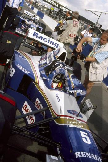 Damon Hill, and David Coulthard, Williams FW17, wait in the pit lane, Silverstone, 1995 british Grand Prix.