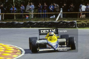 Keke Rosberg, Williams FW10, at Druids Bend, Brands Hatch, 1985 European Grand Prix.