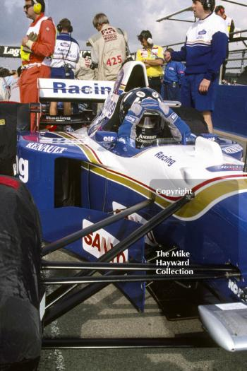 Damon Hill, Williams FW17, waiting in the pit lane, Silverstone, 1995 British Grand Prix.