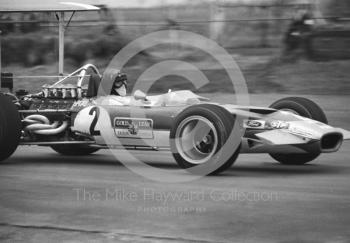 Jochen Rindt, Gold Leaf Team Lotus Ford 49B R9, on the way to 2nd place, Silverstone, International Trophy 1969.
