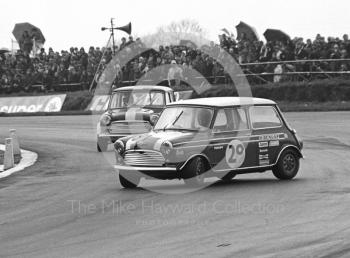 Chris Montague, Mini Cooper S, Malc Leggate, Mini Cooper, GKN Forgings Trophy Race, Silverstone International Trophy meeting 1970.