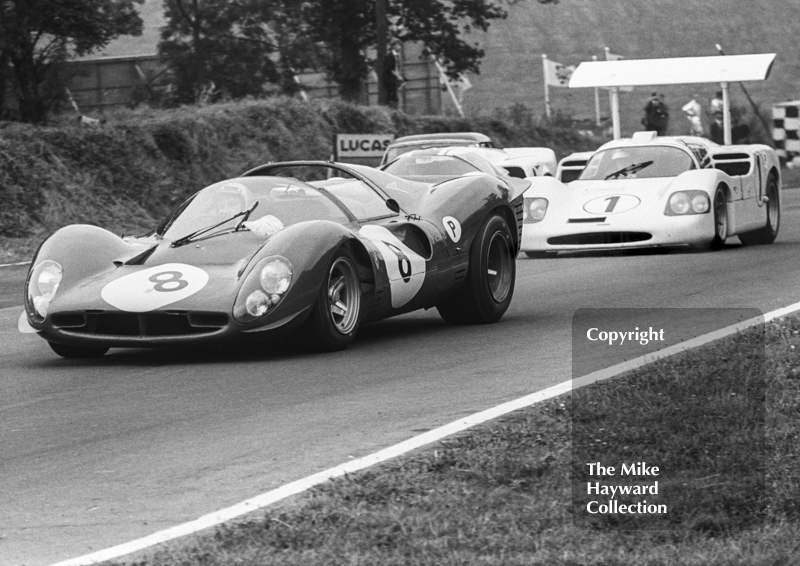 Jonathan Williams/Paul Hawkins, Ferrari 330P4, and Phil Hill/Mike Spence, Chaparral 2F, Brands Hatch, BOAC 500 1967.