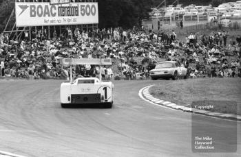 Phil Hill/Mike Spence, Chaparral 2F, follows Peter Jackson/Mike Crabtree, Lotus Elan, Brands Hatch, BOAC 500 1967.