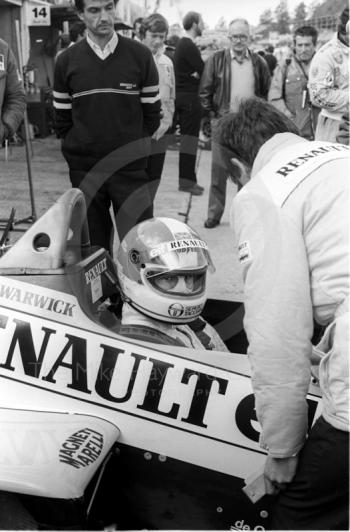 Derek Warwick, Renault RE60B, in the pits atBrands Hatch, 1985 European Grand Prix.