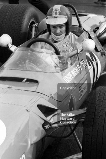 Jean-Pierre Beltoise, Matra MS7, on the grid at the Thruxton Easter Monday F2 International, 1968.