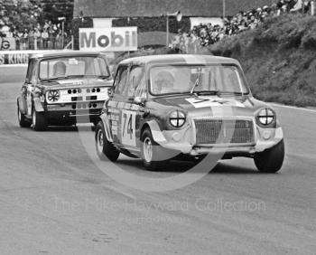 John Thompson, Brownhills Motor Sales Mini Cooper S, followed by Jenny Dell, D J Bond Mini Clubman, Hepolite Glacier Saloon Race, Mallory Park, 1971