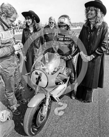 Barry Sheene, 500cc Yamaha, on the grid at the John Player International Meeting, Donington Park, 1982.